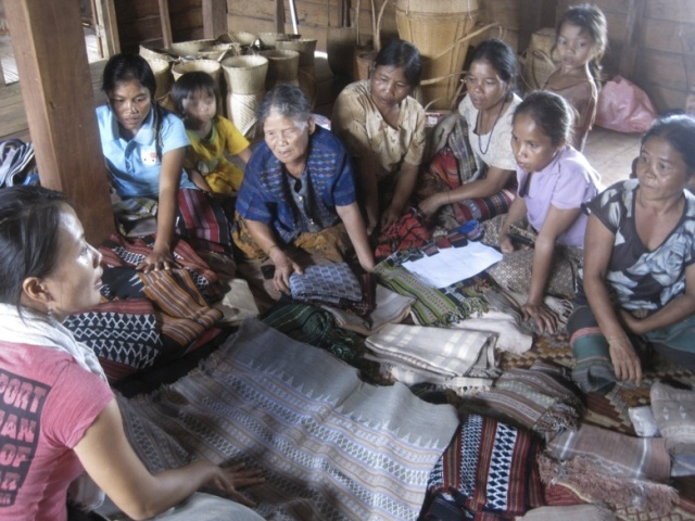 One of the directors leading a handicraft training session with village handicraft producers. Photo Courtesy: TAEC